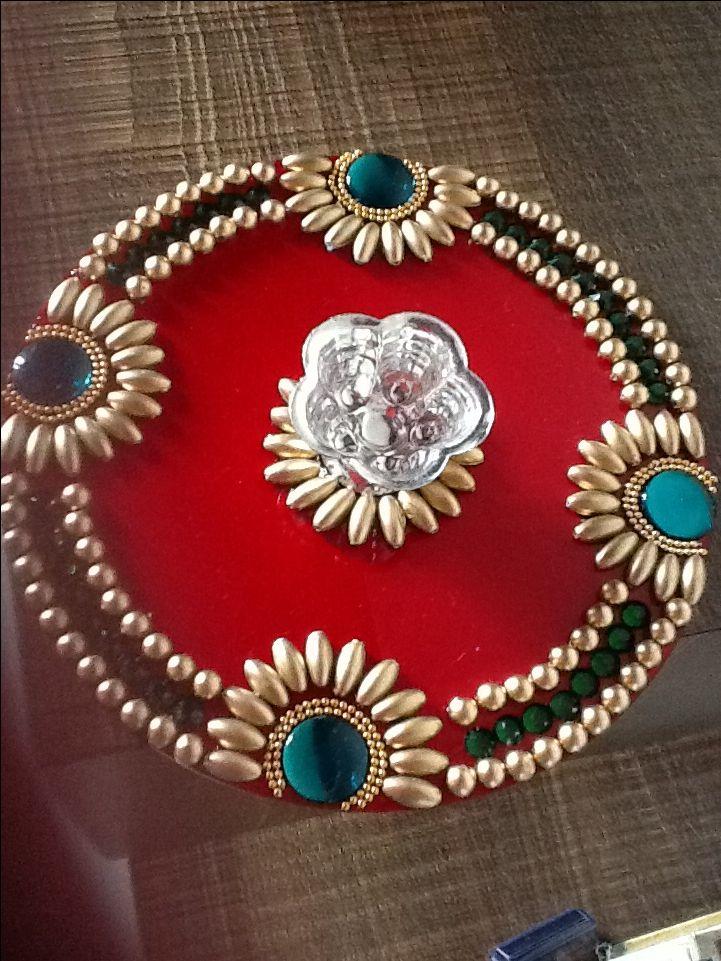 Simple yet beautiful kundan rangoli design