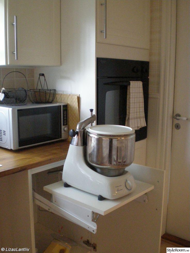 bra att ha vid stora maskiner i köket. Köket & hallen - Ett inredningsalbum på StyleRoom av LizasLantliv
