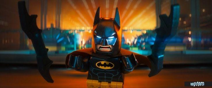Кино новинки Лего Фильм: Бэтмен (2017) The LEGO Batman Movie Готэму вновь грозит опасность. И на его стражу становится единственный герой, которого заслуживает этот город — Бэтмен, альтер-эго миллиардера Брюса Уэйна, живущего в своем огромном родовом поместье вместе с дворецким Альфредом. Но в этот раз супергерой вынужден взять в напарники парня по имени Дик Грейсон, которого он, сам того не помня, усыновил на одном из светских приемов. Новоиспеченный Робин составит Бэтмену компанию