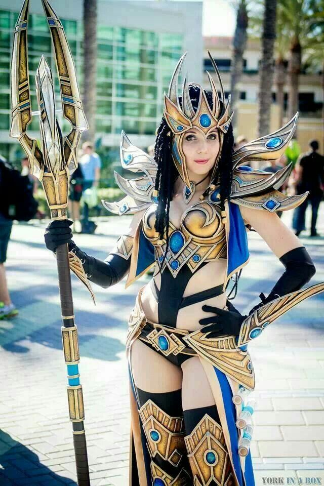 Kamui, she won the blizzcon costume contest this year ...