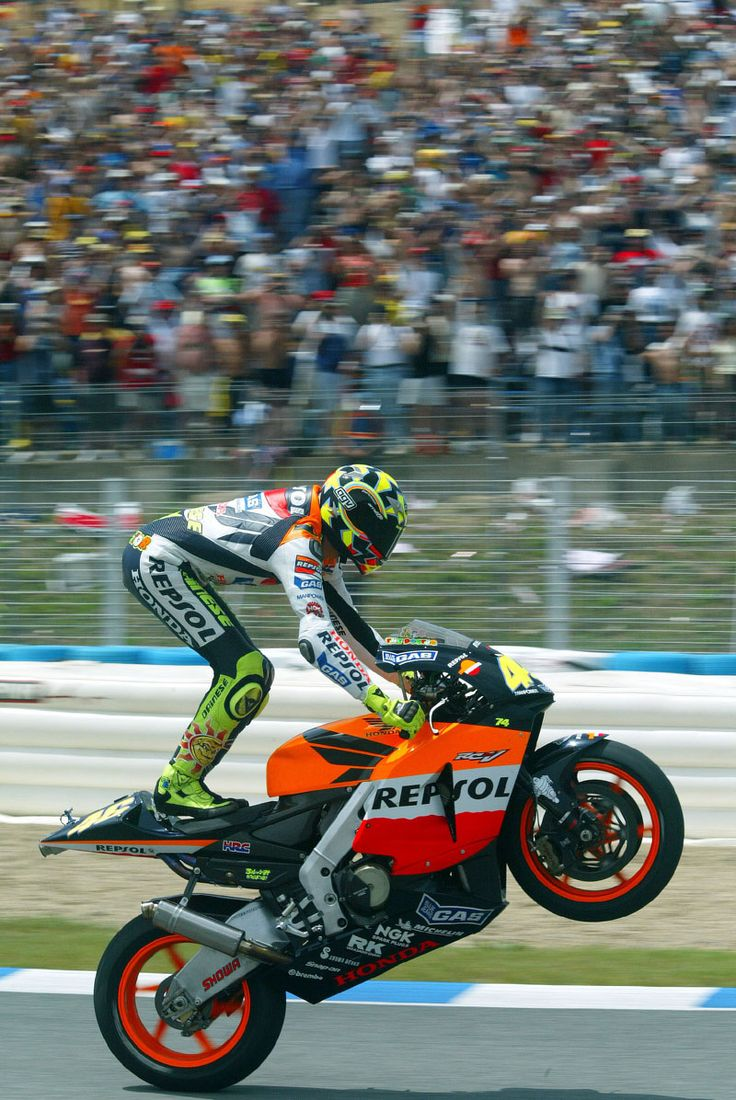 Celebrate it like a Rossi! Valentino Rossi Repsol Honda 990cc Spain MotoGP Jerez 2003