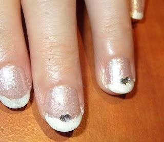 Beauty and the Mist - everything about beauty: Silver manicure with purple glitter and hearts