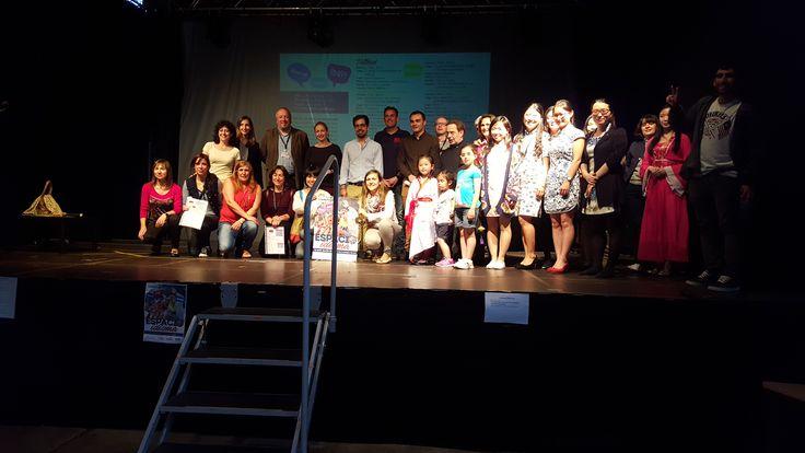 Espacio Idioma 2 junio 2016. La Concejala de Juventud, Marta Mejías posa con las entidades y empresas participantes en el evento