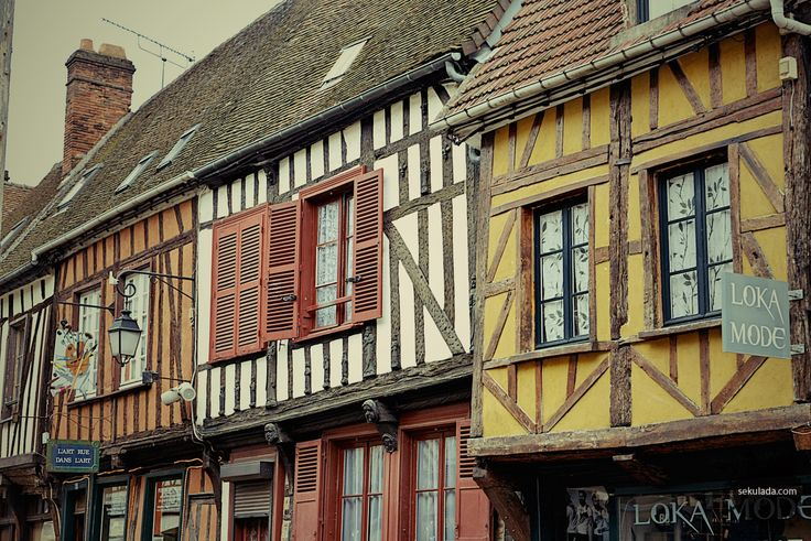 Beauvais to nie tylko punkt przesiadkowy do Paryża. Co zobaczyć w Beauvais? Sprawdź co zwiedzać w mieście zanim wyruszysz w podróż do stolicy!