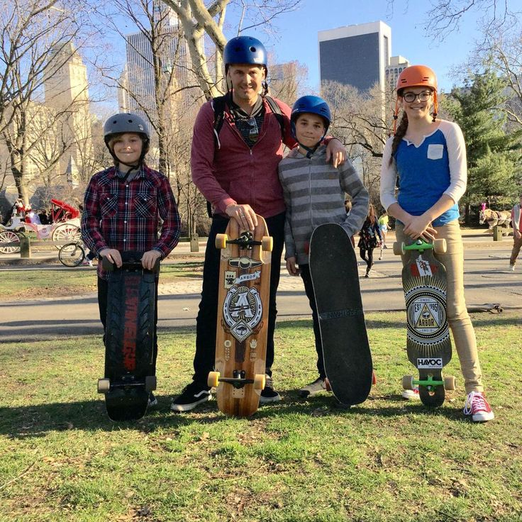 Long boarding with the Fam in Central Park, NYC. #WorkPlayCare #WorkSmart #PlayHard #CareMore #FamilyBusiness #BusinessFamily #Adventure #Family #Longboarding