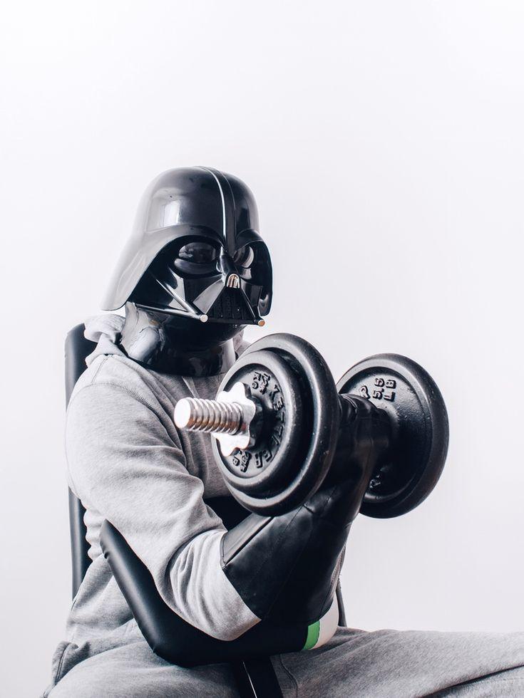 O fotógrafo polonês Pawel Kadysz criou uma série de fotografias sobre a vida cotidiana de Darth Vader (quando ele não está tentando destruir a Ordem Jedi).