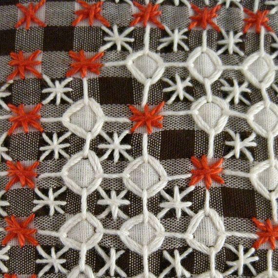 Vintage Chicken Scratch estrella almohada marrón por prairiemusing
