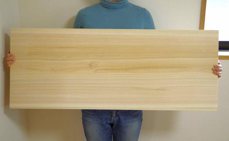 1000×390×31mmの吉野桧一枚板です。業務用サイズの木製無垢まな板。