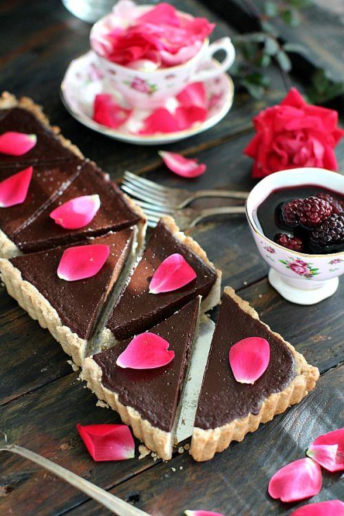 fooodplease: SUGAR FREE CHOCOLATE GANACHE TART WITH WINE BLACKBERRIES Recipe:http://ift.tt/1m09MSy #peasandpeonies #sugarfree #chocolate