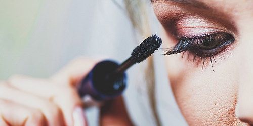 Are you curious as to what style of makeup you should choose as the bride? Take this quiz to find out: http://marylandweddingmakeup.com/what-is-your-bridal-makeu…/ #makeup #wedding #bridalbeauty #ravenluxuryevents Photo Source: https://www.flickr.com/photos/125349110@N05/29634590191/