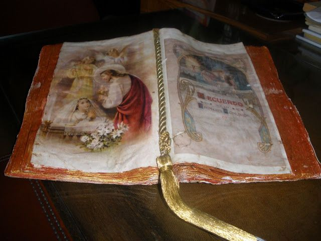 Libro-códice  recuerdo de Primera Comunion