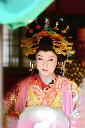 Nice Japanese Oiran kimono kamikazari Japan (love the various colors put together in one outfit)