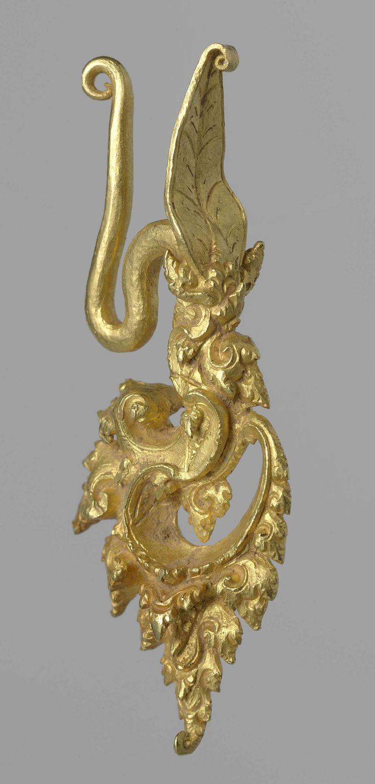 Ear ornament, anonymous, ca. 1300 - 1400. Indonesia