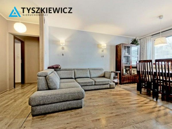 Mieszkanie w cichej i spokojnej dzielnicy Gdyni. Stan bardzo dobry, nie wymaga wkładu finansowego. Łącznie 3 pokoje, w tym salon z wyjściem na balkon. Ponadto garderoba z zabudową, w cenie 2 miejsca postojowe w hali garażowej. Do mieszkania przynależy komórka lokatorska. Budynek docieplony, wejście zabezpieczone domofonem. #gdynia #dom #relaks #oaza #trojmiasto CHCESZ WIEDZIEĆ WIĘCEJ? KLIKNIJ W ZDJĘCIE