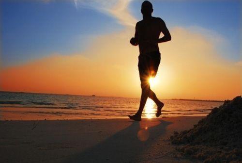 Pesquisadores da Universidade de Roehampton, no Reino Unido, realizaram um estudo com mais de mil voluntários e concluíram que pessoas que acordam cedo são mais magras, mais felizes e mais saudáveis do que aquelas que usam a manhã para dormir um pouco mais.