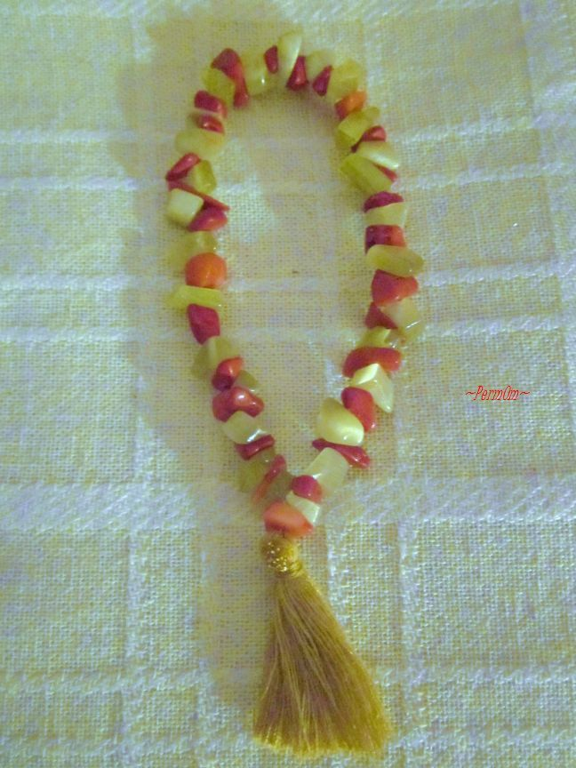 A very beautfiful finger mala to hold it every where in order to stay foocus and under meditation where ever you are. It is made with 27 yellow moonstones and 27 red corals.It can help you to heighten your intuition and increase your ability to perceive the minute energy fluxes that happen around us on a constant basis and also to become more balanced and in harmony with nature and the forces of the Universe.