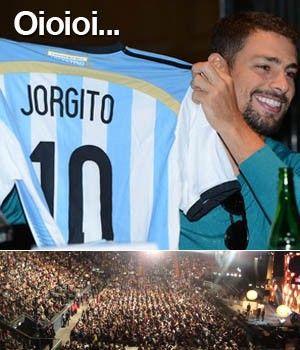 Em clima de Copa, argentinos veem final de 'Avenida Brasil' em estádio (Márcio Resende/G1). 08/07/2014.