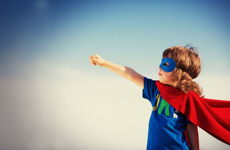 Oyuncaklar Çocukların Karakter Gelişimi Nasıl Etkiliyor? http://www.canimanne.com/oyuncaklar-cocuklarin-karakter-gelisimi-nasil-etkiliyor.html Superhero kid against blue sky background. Girl power concept