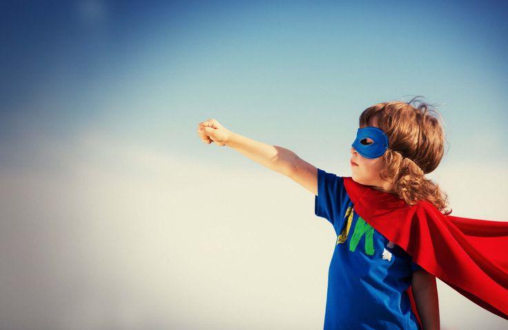 Oyuncaklar Çocukların Karakter Gelişimi Nasıl Etkiliyor? http://www.canimanne.com/oyuncaklar-cocuklarin-karakter-gelisimi-nasil-etkiliyor.html Superhero kid against blue sky background. Girl power concept