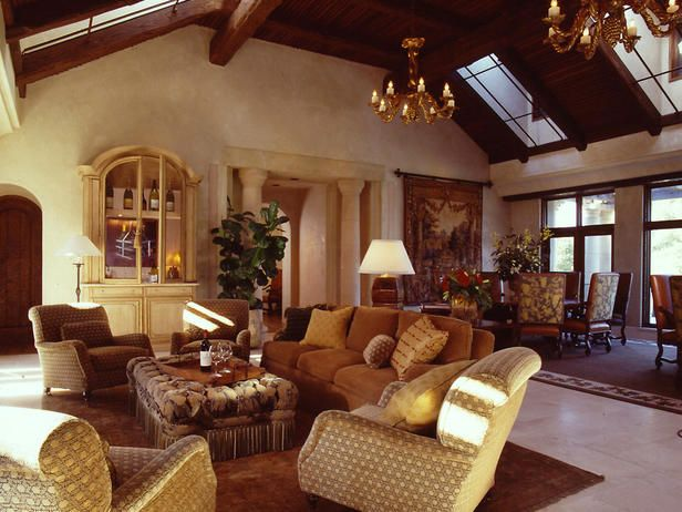 Another Mediterranean style home. I love the look and exotic feel of the pillars and decor: Zodiac Signs, Style Decor Spanish, Living Rooms Design, Design Ideas, Mediterranean Living, Mediterranean Style, Spanish Style, Living Rooms Ideas, Rooms Decor