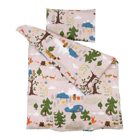 Little bear bäddset barn Rosa Little Bear kramdjur Tiny Friends filt Röd www.klappi.se #Ekologiskabarnkläder från #Lappland #norrland. #eko #ekoreko #ekologisk #svenskdesign #ekokläder #giftfritt #kläppi #klappi.se Product: #klippan #bomullschenille #cottonschenille #littlebear #bäddset #bedset #Lapland. #eco #lovefromlapland #swedishlapland #organiccotton #organic #scandinavian #schwedischen #organickidswear #kidsfashion #sustainablefashion #sustainable #swedish #swedishdesign #swedishbrand