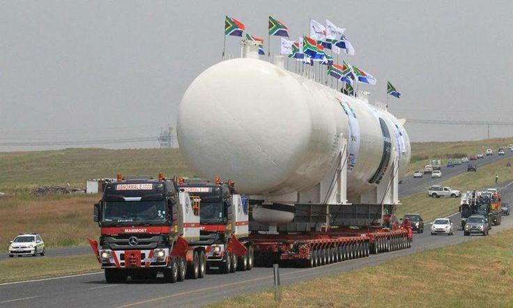 Netherlands - Mammoet handling oversize load