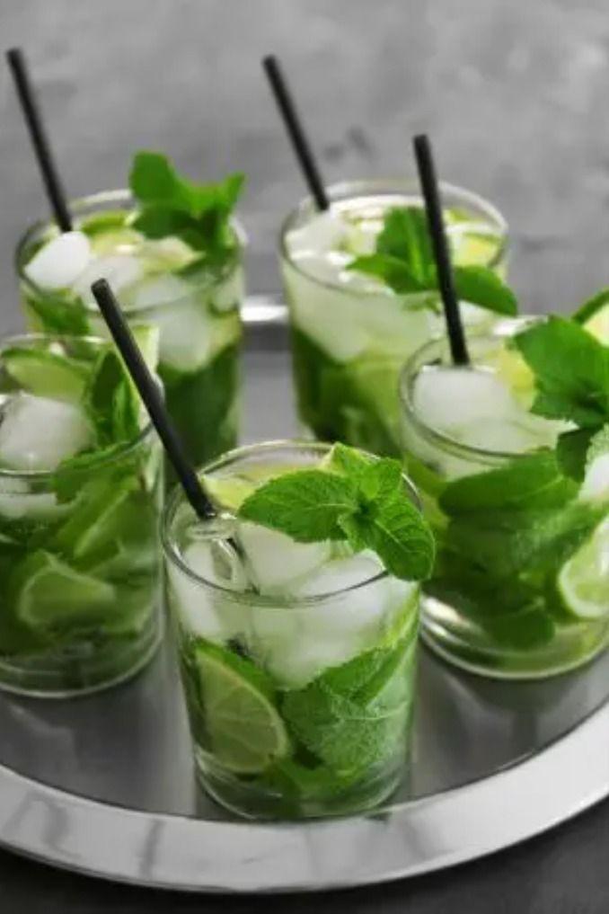 Kubanischer Mojito Cocktail Aus Limetten Mit Rum Und Minze Foodtempel Rezept Mochito Rezept Vegane Lebensmittel Limetten