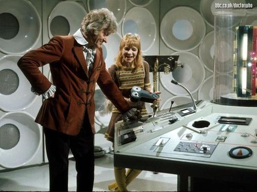 Third Doctors Tardis interior. 11e8b547d254e5d00b2269b8723d4bd7