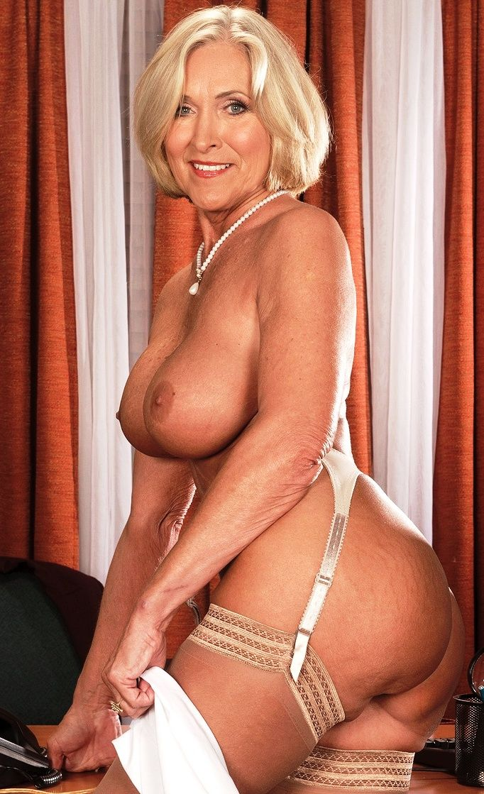 Busty blonde gilf mandi mcgraw enjoys some cock 6