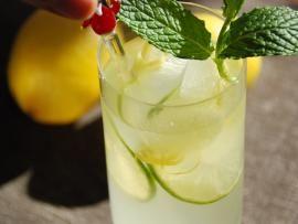 Σπιτική λεμονάδα - το καλύτερο αναψυκτικό! | TasteFULL