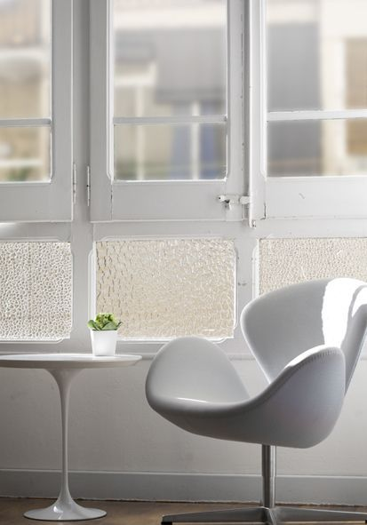 Arne Jacobsen | Modern chairs: white chair #whitearmchair #diningroomchairs #chairdesign upholstered dining chairs, modern chairs ideas, upholstered chairs | See more at http://modernchairs.eu