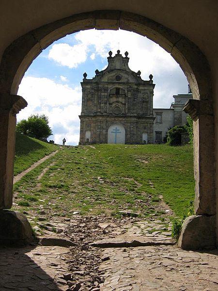 Archeolodzy prowadzący prace pod posadzką bazyliki na Świętym Krzyżu odkryli ślady trzech wcześniejszych kościołów, które stały w tym miejscu oraz zawaloną kryptę – prawdopodobnie romańską.  #archeologia #ŚwiętyKrzyż #KościółnaŚwiętymKrzyżu   http://www.malopolska24.pl/index.php/2015/01/archeolodzy-odnalezli-slady-na-sw-krzyzu-wczesniejszych-kosciolow/