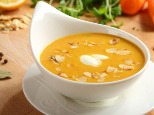 Krémová mrkvová polévka s mandlemi - Recepty na každý den