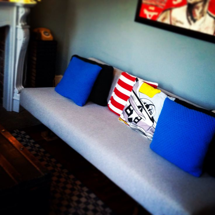 Old sofa bed back in situ. Guests welcome.