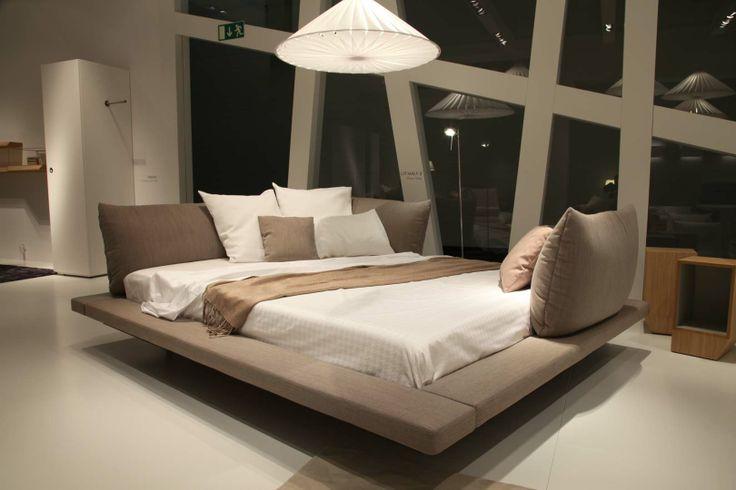 maly bett 2 ligne roset auf der imm cologne 2014 pinterest. Black Bedroom Furniture Sets. Home Design Ideas
