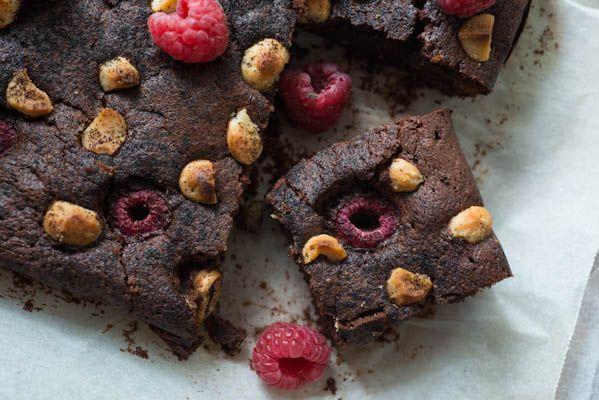 JEROXIE: Nespresso Cioccorosso chocolate raspberry macadamia brownie