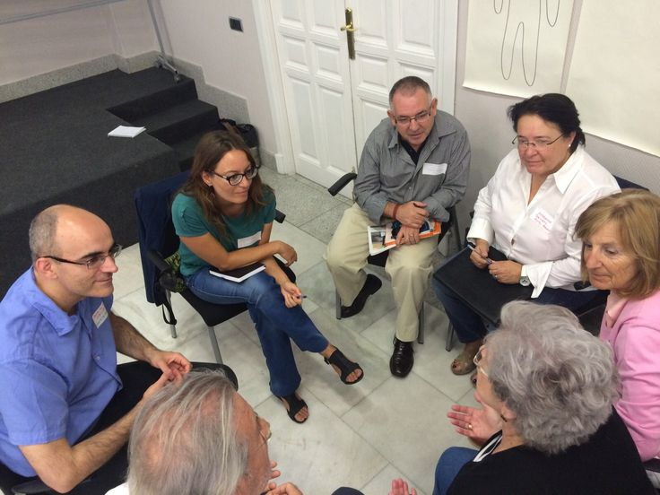 Cuatro entidades se unen para promover un evento innovador sobre nuevas maneras de diseñar el futuro incorporando a las personas mayores en el centro del discurso.  Rocking Chair 2015. Un impulso a la innovación en el mundo Senior 15 de Septiembre 2015 Madrid