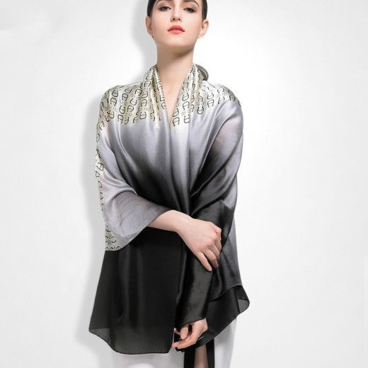 Exkluzívny 100 % hodvábny šál so vzorom 180 x 86 cm