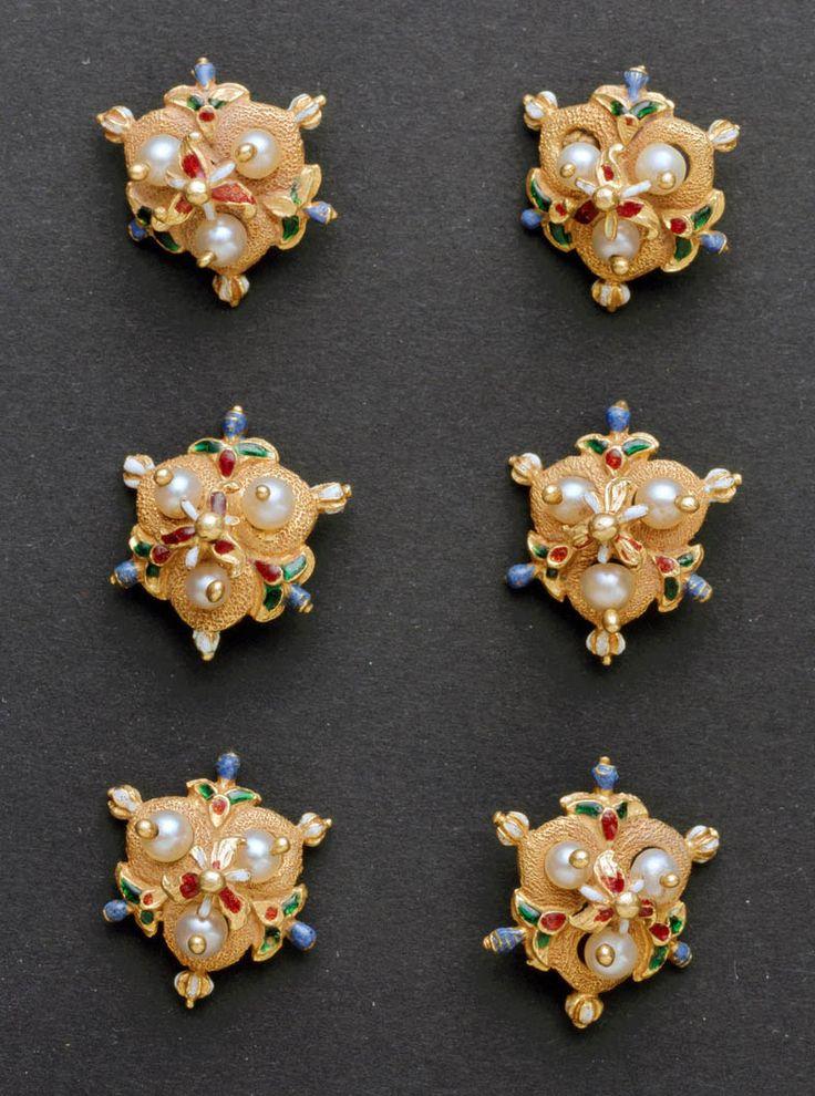 design-is-fine:  Decorative buttons, 1570-1600. Italy. Champlevé enamel, gold, pearls.MAKK Cologne, Source