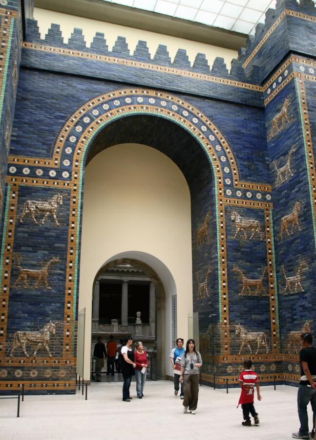 http://guias-viajar.com/ Puerta de Ishtar de Babilonia en el museo de Pérgamo en Berlín