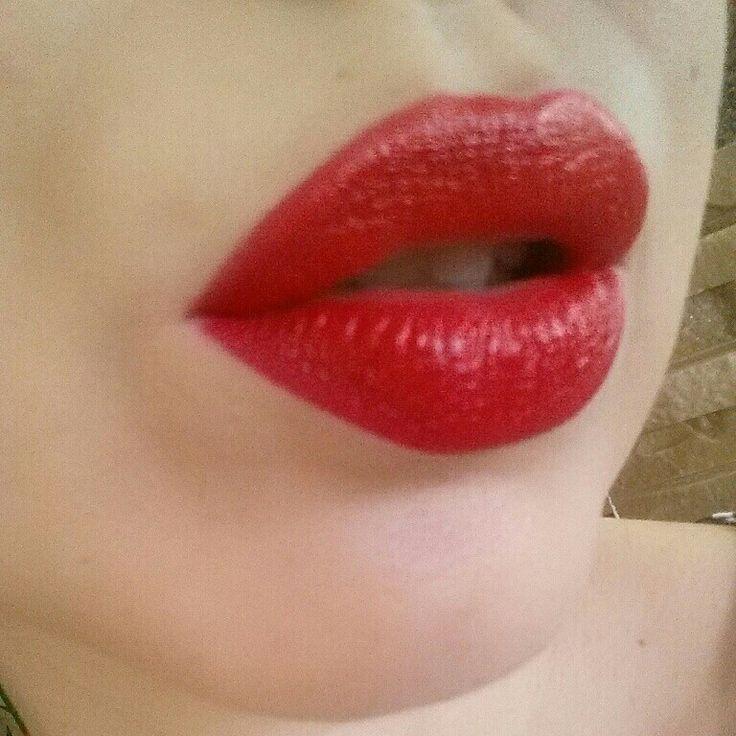 #makeup #redlips #goldenrose