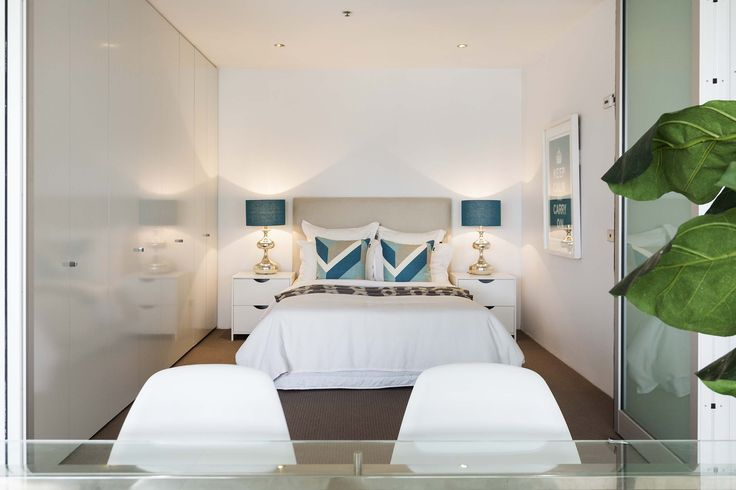 Fresh white crib with a touch of blue. Bliss. | 409/227 Victoria Street, Darlinghurst