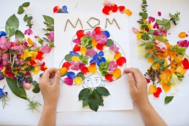 Para quem gosta de cartões diferentes essa versão com flores é uma boa pedida. Para conferir onde encontrei é só passar no http://ift.tt/2qiuPCl #flores #sabado #cartao #feitoamao #artesanato #papel #folhas #euamofazerartesanato