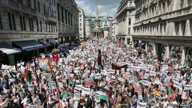 BBC News - Thousands protest in London against Israeli offensive in Gaza