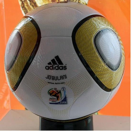 2010남아공월드컵 결승전에쓰일 조블라니이다 ㅎㅎ 특수로제작되었고 정말 쓸만한공이다 ㅎㅎ