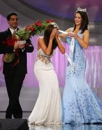 Diedre Downs Miss America 2005 (Alabama) tries to put the Miss America Sash on her successor, a very elated Miss America 2006 Jennifer Berry (Oklahoma)