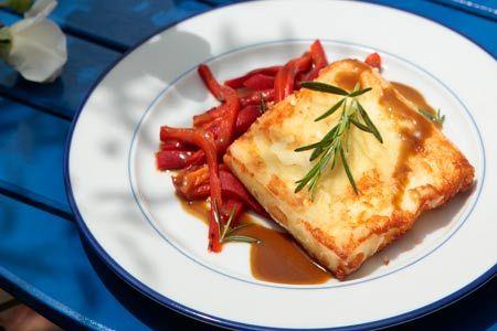Κεφαλοτύρι σαγανάκι με πιπεριές Φλωρίνης - Συνταγές | γαστρονόμος