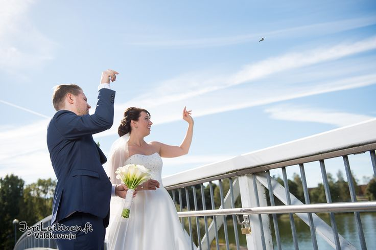 Wedding photography, throwing the key...