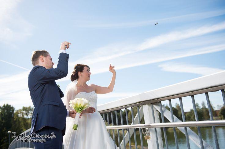 Wedding photography, throwing the key...