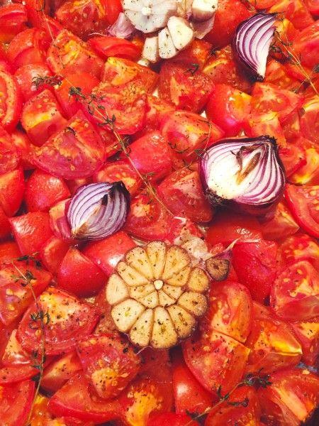Dat zelf tomatensoep maken niet moeilijk en tijdrovend hoeft te zijn bewijst dit recept wel weer. Eigenlijk is het zelfs kinderlijk eenvoudig.